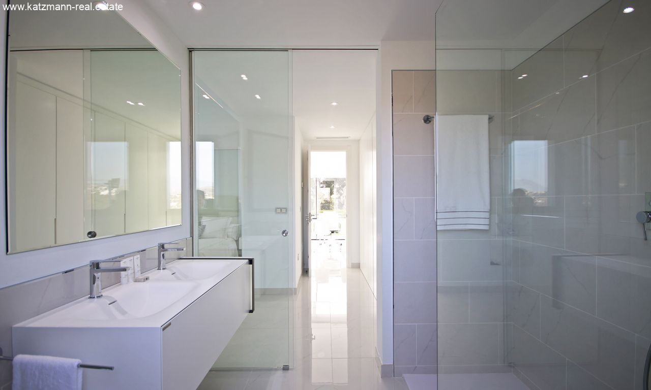 Master-Bathroom-01