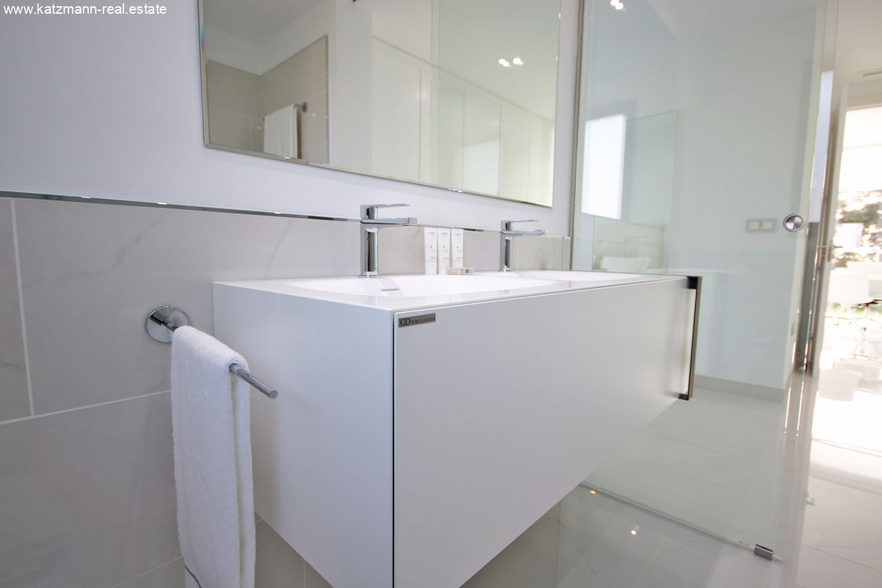 Master-Bathroom-02